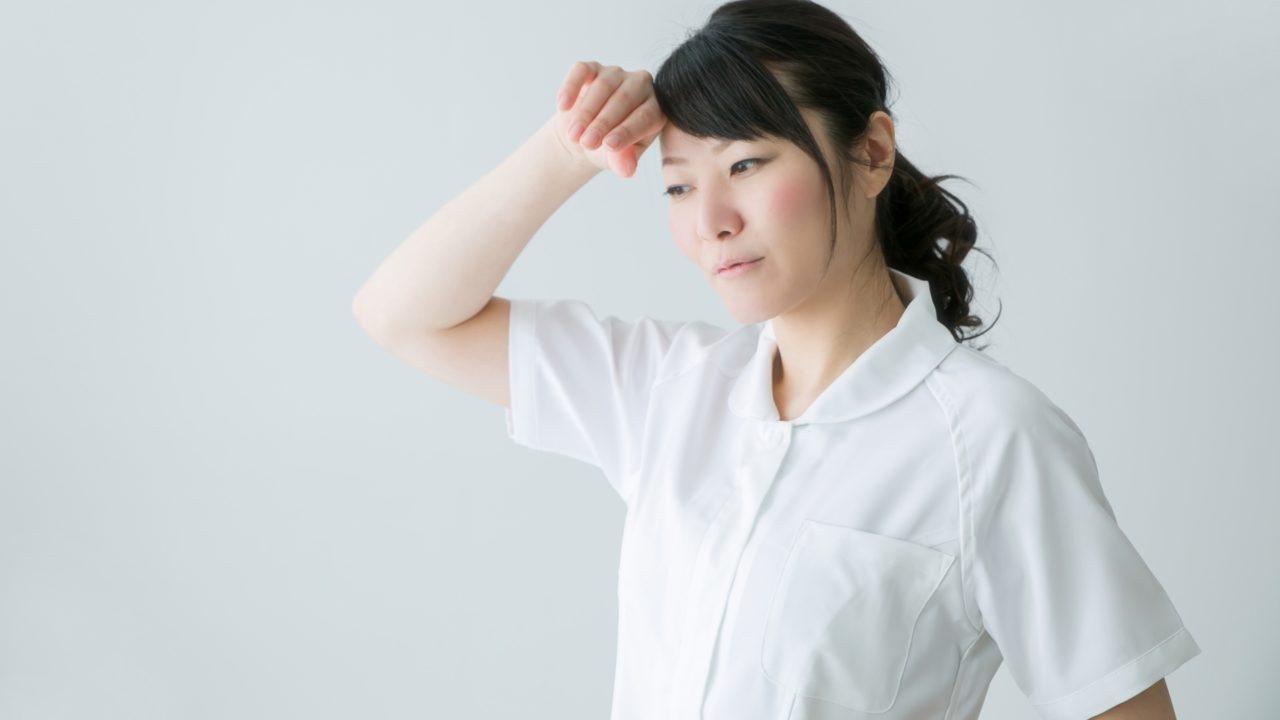 顔汗を気にする女性
